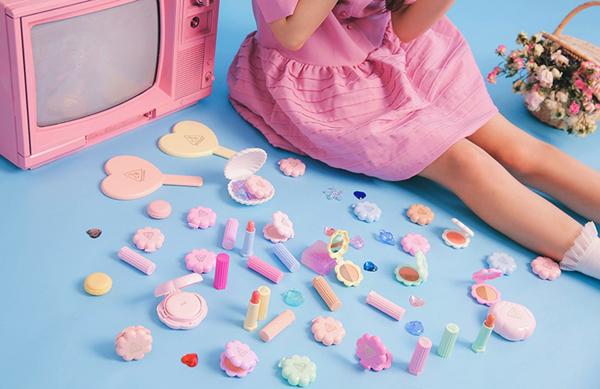 Bộ sưu tập mùa hè của hãng mỹ phẩm Hàn Quốc 3CE lấy concept từ những món đồ chơi