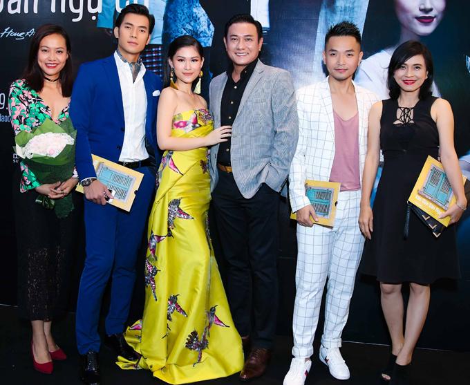 truong-giang-nha-phuong-mac-ao-doi-di-xem-phim-11