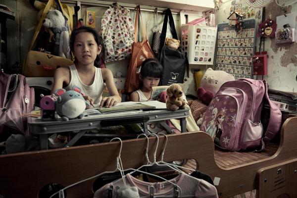 cuoc-song-ben-trong-nhung-can-phong-chat-choi-den-ngat-tho-o-hong-kong-9