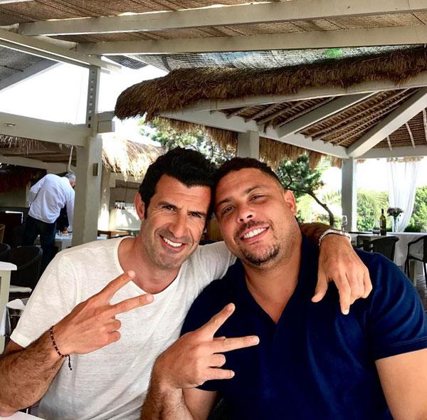 Cựu tiền đạo Brazil hội ngộ đồng đội cũ Figo hồi tháng 4.