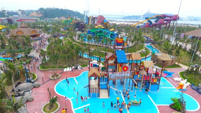 trai-nghiem-12-tro-choi-duoi-nuoc-tai-typhoon-water-park