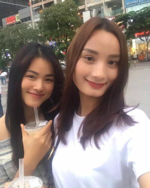 Lê Thuý hội ngộ cùng bạn thân Tuyết Lan khi cô về nước và chia sẻ: Như chưa hề có cuộc chia ly.