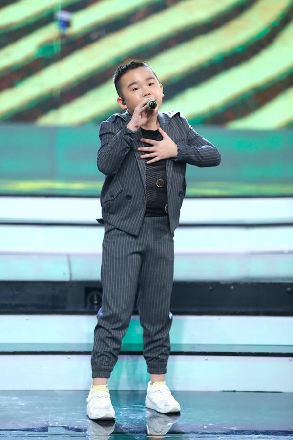 co-be-khiem-thi-duoc-vi-nhu-thien-than-duoc-gui-den-vietnam-idol-kids-8