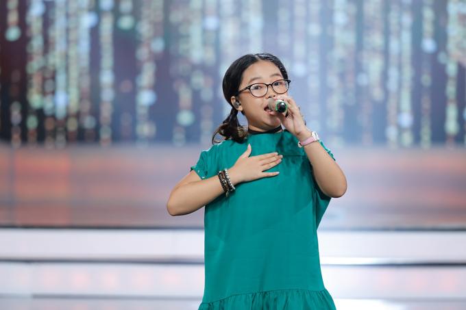 co-be-khiem-thi-duoc-vi-nhu-thien-than-duoc-gui-den-vietnam-idol-kids-10