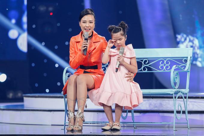 co-be-khiem-thi-duoc-vi-nhu-thien-than-duoc-gui-den-vietnam-idol-kids-1