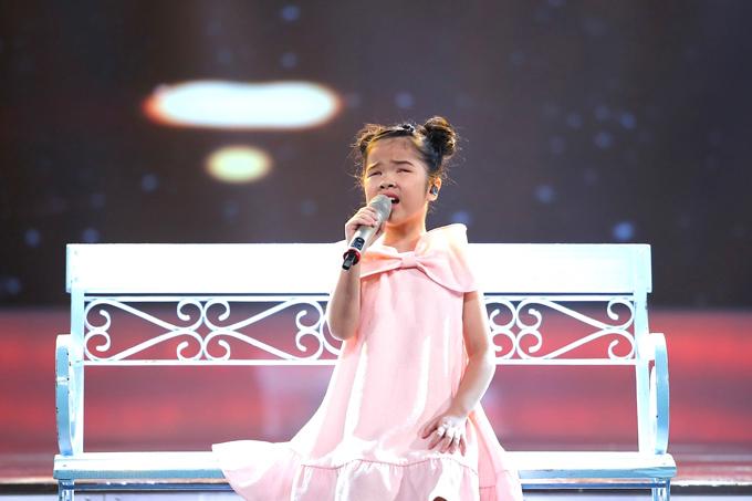 co-be-khiem-thi-duoc-vi-nhu-thien-than-duoc-gui-den-vietnam-idol-kids