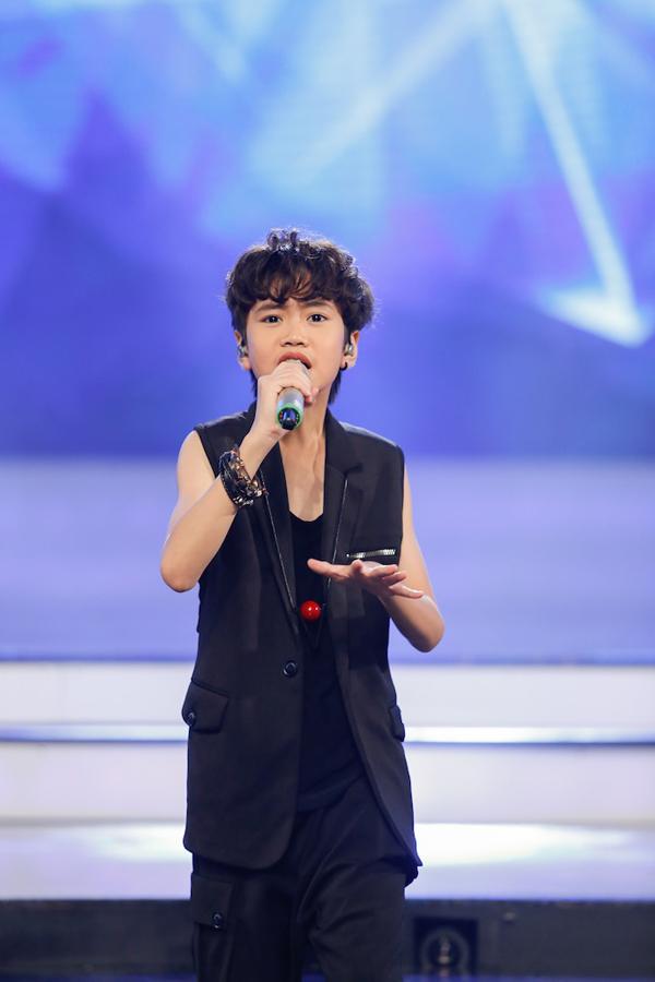 co-be-khiem-thi-duoc-vi-nhu-thien-than-duoc-gui-den-vietnam-idol-kids-9