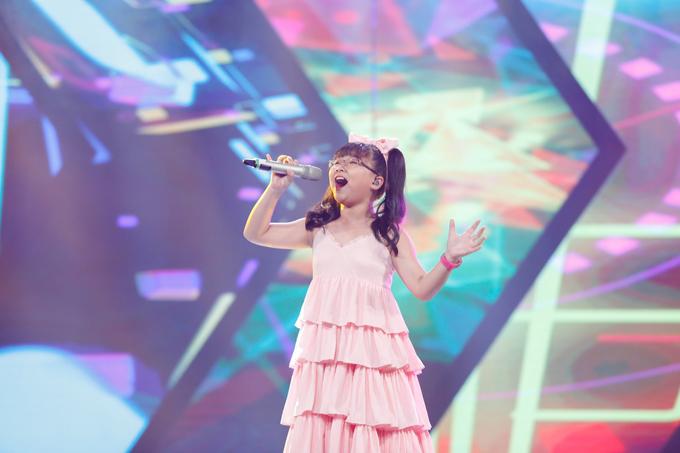 co-be-khiem-thi-duoc-vi-nhu-thien-than-duoc-gui-den-vietnam-idol-kids-6