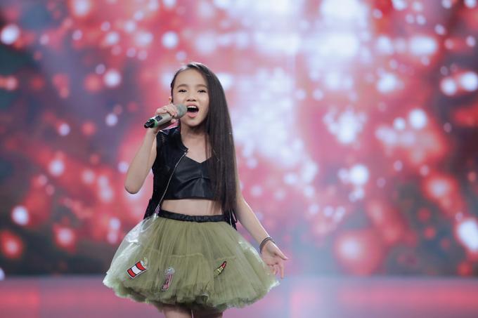 co-be-khiem-thi-duoc-vi-nhu-thien-than-duoc-gui-den-vietnam-idol-kids-4