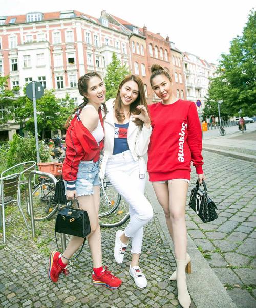 Ba chân dài: Ngọc Trinh - Lê Hà - Quỳnh Thư tung tăng dạo phố Berlin (Đức).