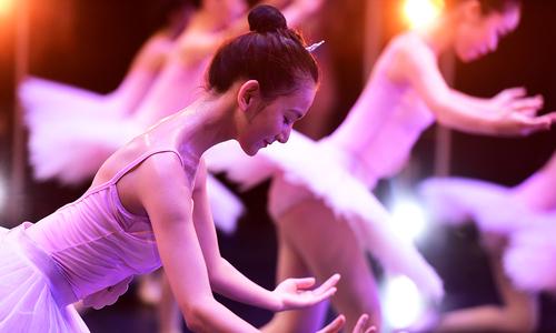 Phần thi tốt nghiệp đặc biệt của sinh viên trường múa