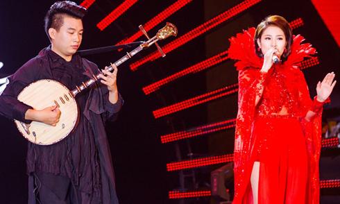 Á quân Got Talent Trung Lương đệm đàn nguyệt cho Tố My hát