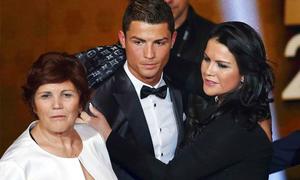 C. Ronaldo sắp được gặp mặt hai con sinh đôi