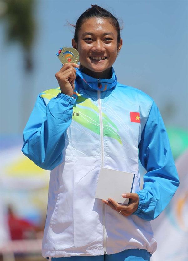 phan-thi-chay-100m-an-tuong-giup-le-tu-chinh-vuot-xa-thanh-tich-hc-vang-sea-games