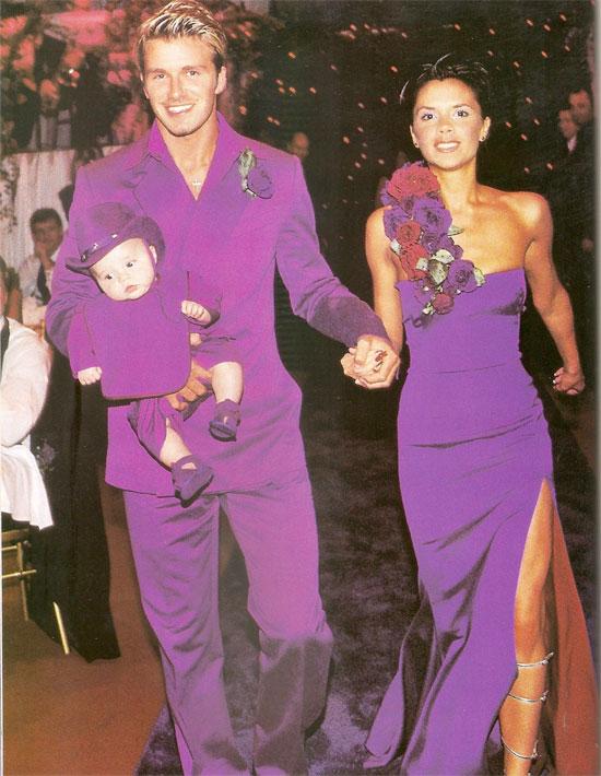 Vợ chồng Becks với trang phục cưới màu tím nổi bật