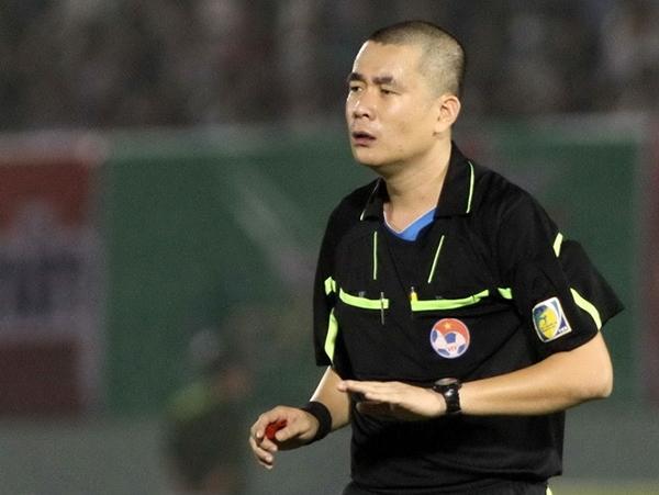 con-trai-truong-ban-trong-tai-that-nghiep-o-luot-ve-v-league-2017