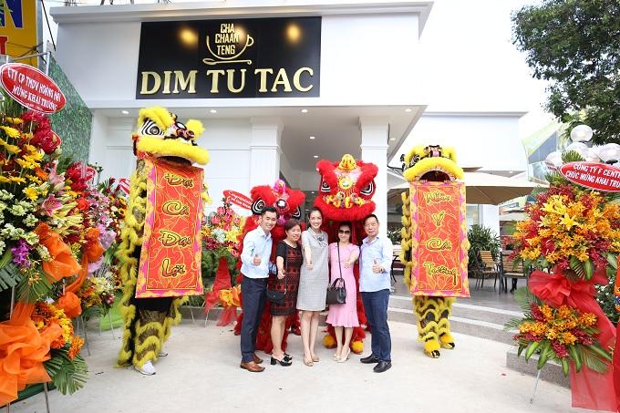 Sáng ngày 16/6, Hệ thống nhà hàng nổi tiếng Dim Tu Tac khai trương chi nhánh thứ 4 với mô hình Dim Tu Tac Cha Chaan Teng mới lạ, tại số 16A Lê Hồng Phong, phường 12, quận 10, TP HCM. Chi nhánh mới kết hợp hài hòa giữa truyền thống và hiện đại, mang phong cách phương Đông pha nét phương Tây năng động, giúp thực khách trải nghiệm ẩm thực Hong Kong một cách tươi mới và tiện lợi hơn.