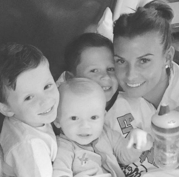Coleen vui mừng gặp lại ba con trai sau một tuần đi nghỉ riêng với chồng.
