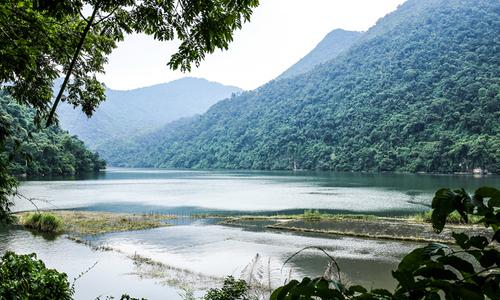 Nếu chưa biết đi đâu ngày cuối tuần, hãy nghĩ đến hồ Ba Bể