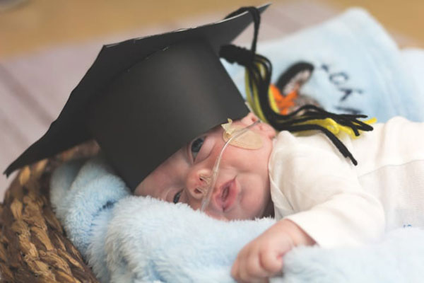 these-nurses-are-holding-graduation-ceremonies-for-babies-leaving-the-nicu-11
