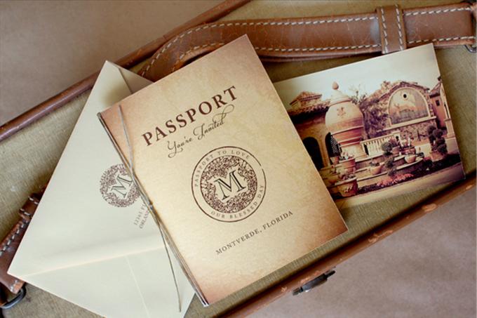 thiep-cuoi-passport-khong-dung-hang-cho-cap-doi-yeu-du-lich-1