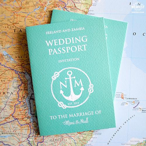 thiep-cuoi-passport-khong-dung-hang-cho-cap-doi-yeu-du-lich-6