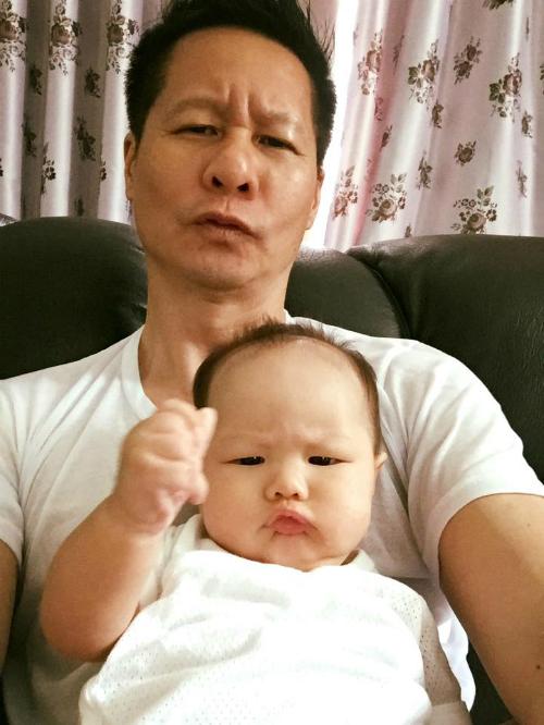 Bé Bồ Câu nhà Phan Như Thảo khiến người xem thích thú vì biểu cảm y hệt bố.