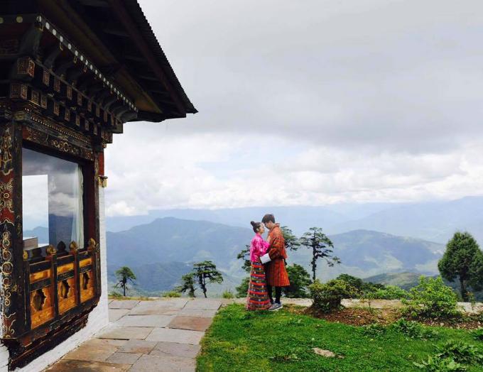 Hồ Quang Hiếu và Bảo Anh đang có kỳ nghỉ ở đất nước Bhutan thanh bình.