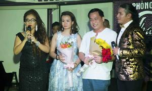 Kasim Hoàng Vũ và mẹ về Đà Nẵng làm từ thiện