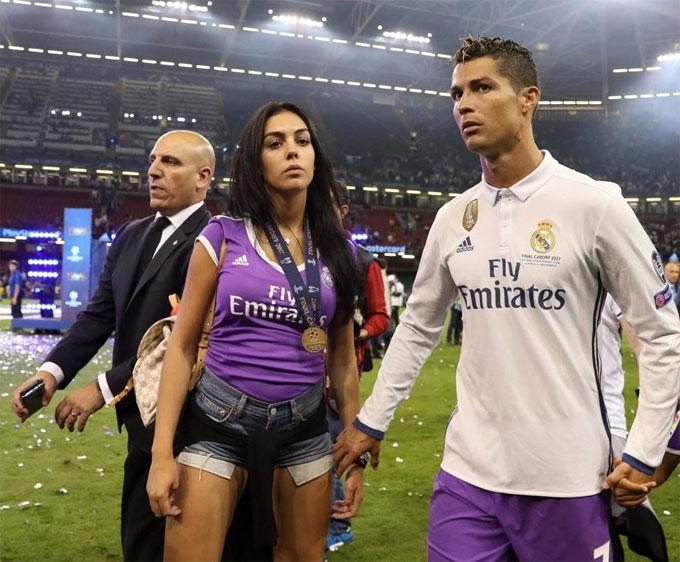 C. Ronaldo vàGeorgina Rodriguez chuẩn bị kỹ càng để sinh con. Ảnh: TS.
