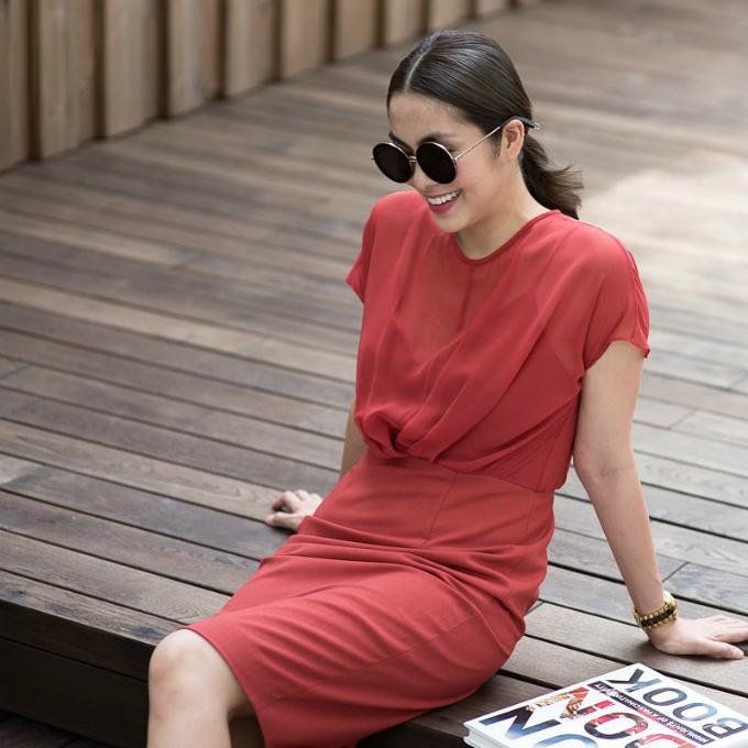 Tăng Thanh Hà rạng rỡ trong chiếc váy màu đỏ