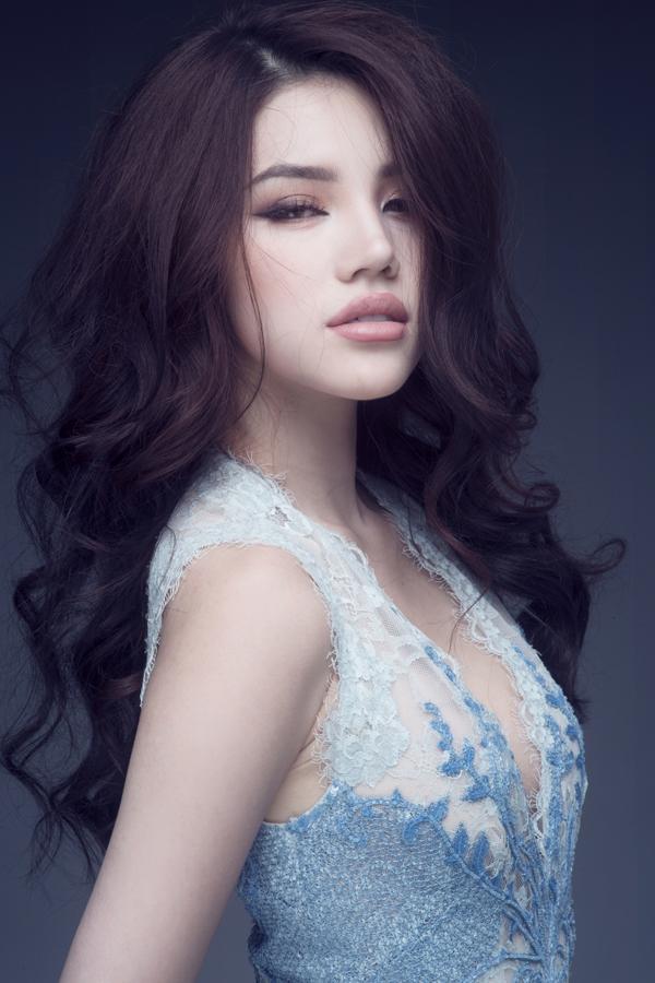 jolie-nguyen-sexy-voi-vay-hieu-xuyen-thau-gia-hon-200-trieu-4