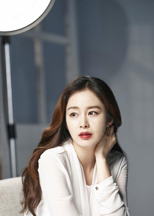 kim-tae-hee-bau-4-thang-van-ban-ron-ghi-hinh-quang-cao-1