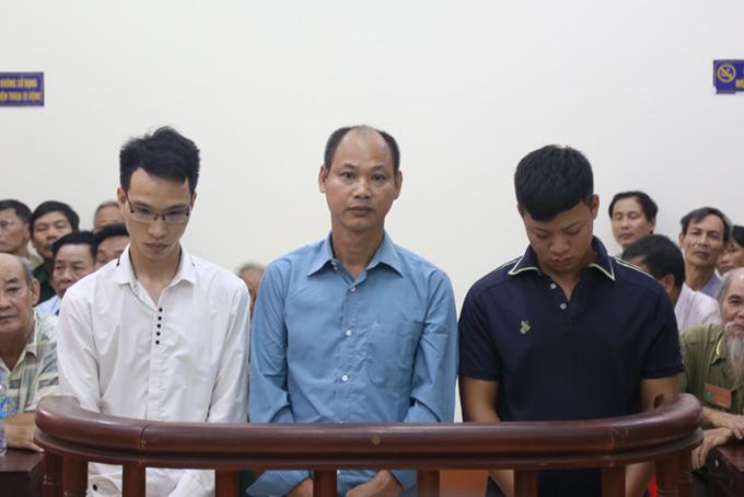 hai-bo-con-phai-ngoi-tu-do-hanh-hung-ong-lao-thuong-binh