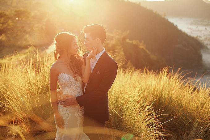 Chủ nhân của bộ ảnh cưới đẹp đốn tim là chú rể Joshua và cô dâu Cheryl. Cả hai hiện sinh sống và làm việc tại Singapore.