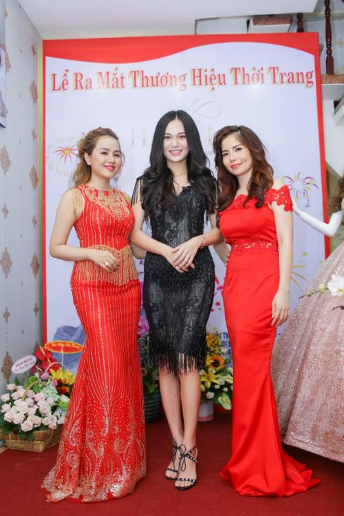 a-hau-huong-le-hoa-hau-hinh-the-tuyen-lisa-khai-truong-hano-lisa-fashion-3