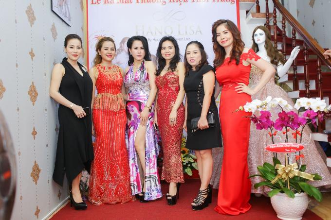 a-hau-huong-le-hoa-hau-hinh-the-tuyen-lisa-khai-truong-hano-lisa-fashion-5
