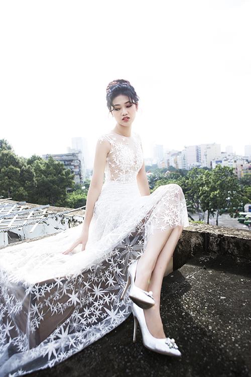 Từ khi đăng quang Á hậu 1 cuộc thi Hoa hậu Việt Nam 2016, Ngô Thanh Thanh Tú gắn liền với hình ảnh thanh lịch, nhẹ nhàng.