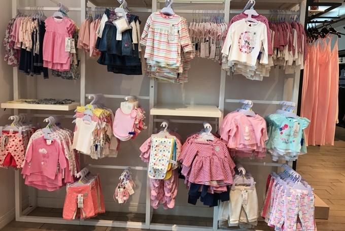 F&F - thương hiệu đến từ Anh với mức giá mềm, ghi điểm trong lòng các ông bố, bà mẹ vì dòng sản phẩm dành cho bé yêu.