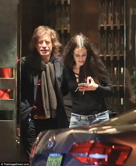 Trước đó,Mick Jagger vàMelanie Hamrick đã có một buổi tối lãng mạn bên nhau khi đi ăn tối cùng bạn bè. Hai người hẹn hò từ năm 2014, tức là chỉ vài tháng sau khi người yêu của  Mick Jagger, nhà thiết kếLWren Scott treo cổ tự tử.