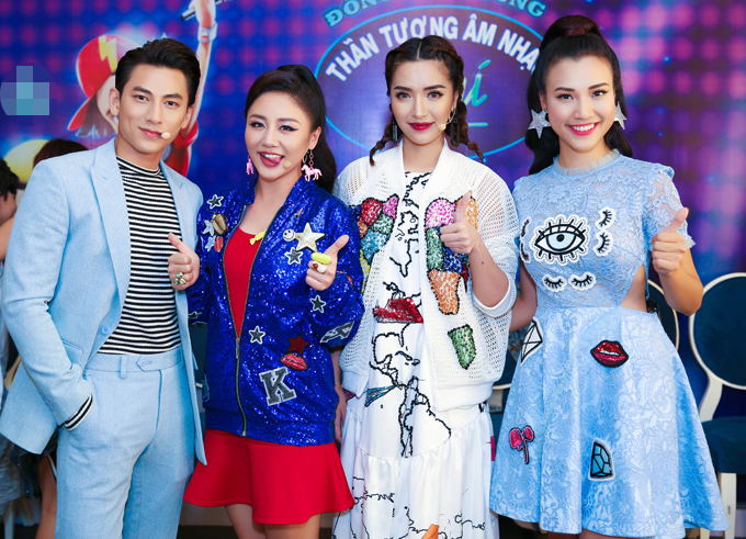 Bộ ba giám khảo Isaac, Văn Mai Hương, Bích Phuwong