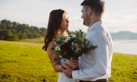 Ảnh cưới dung dị của cô y tá người Việt và chú rể Australia
