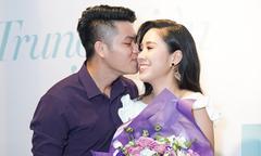 Trung Kiên liên tục hôn Lê Phương ở sự kiện