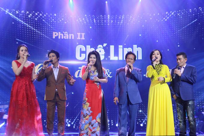che-linh-hanh-phuc-om-con-trai-tren-san-khau-11