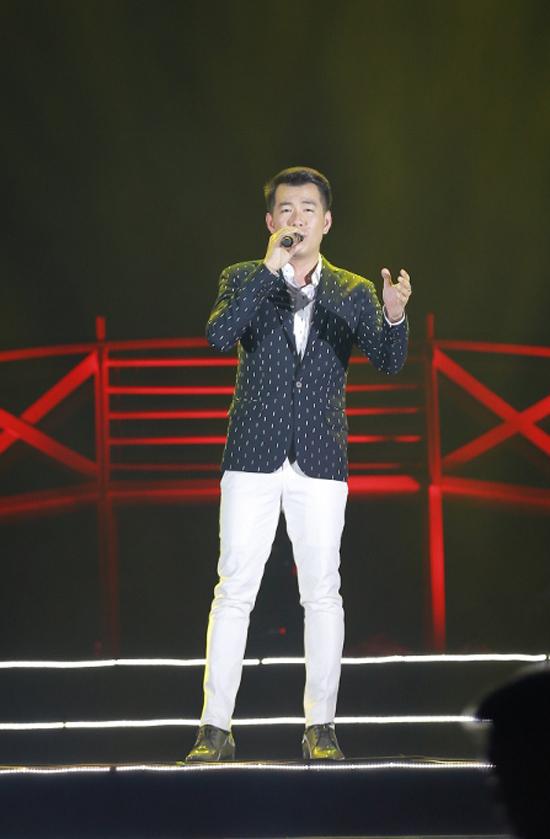 kim-tuyen-huyen-my-co-vu-cho-hong-nhung-hat-giua-troi-nong-buc-10