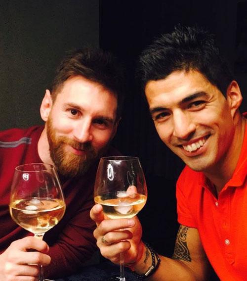 Suarez đăng ảnh chúc mừng sinh nhật Messi. Ảnh: NS.