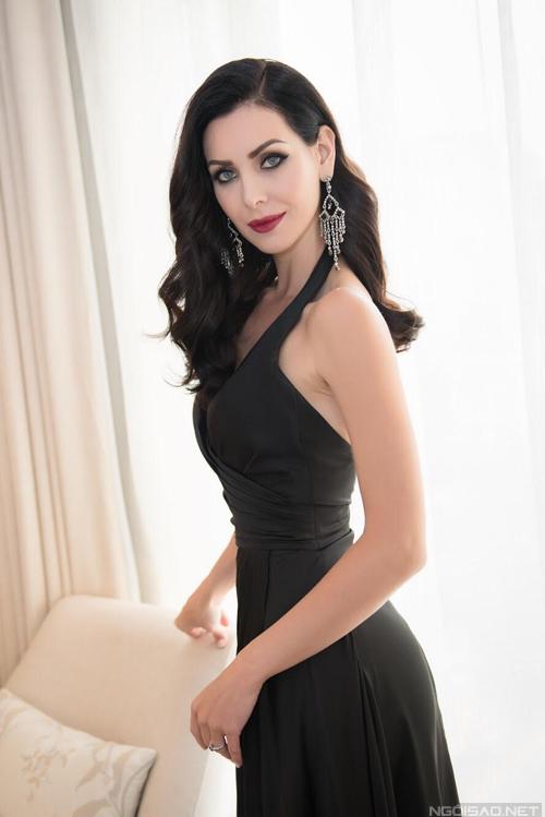 Hoa hậu Hoàn Vũ 2015 Natalie Glebova vừa có chuyến công tác 2 ngày tại TP.HCM.
