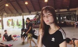 Ngọc Trinh khoe fan video hậu trường tập võ
