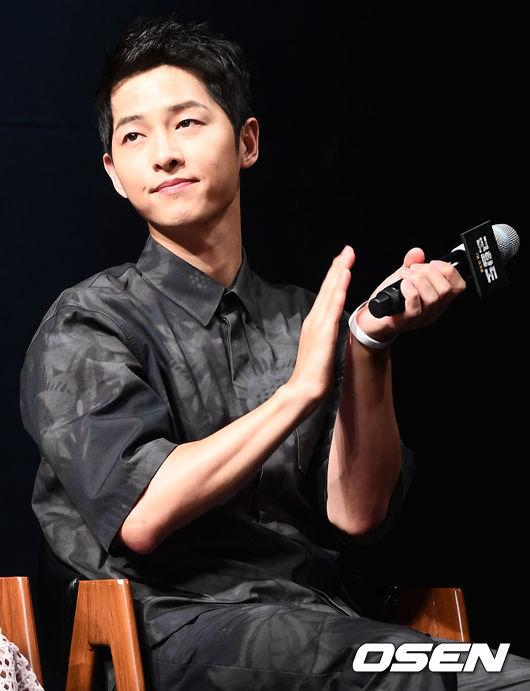 song-joong-ki-tuoi-roi-o-hop-bao-2