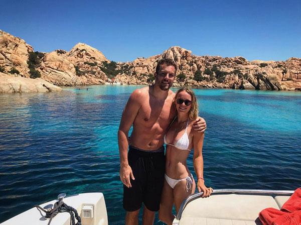 Wozniacki hạnh phúc bên bạn trai David Lee trong kỳ nghỉ ở Italy. Ảnh